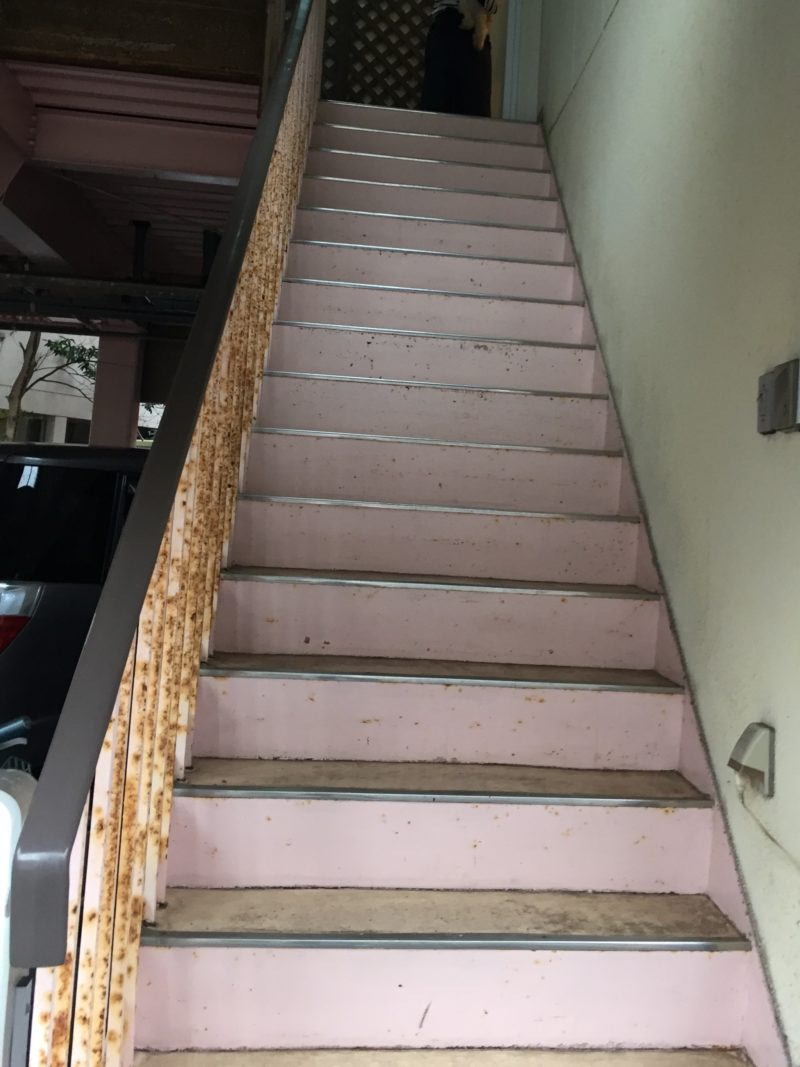カフェドクラゲ階段