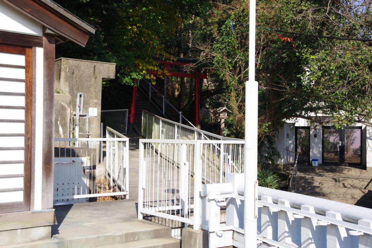 大連神社へ続く階段