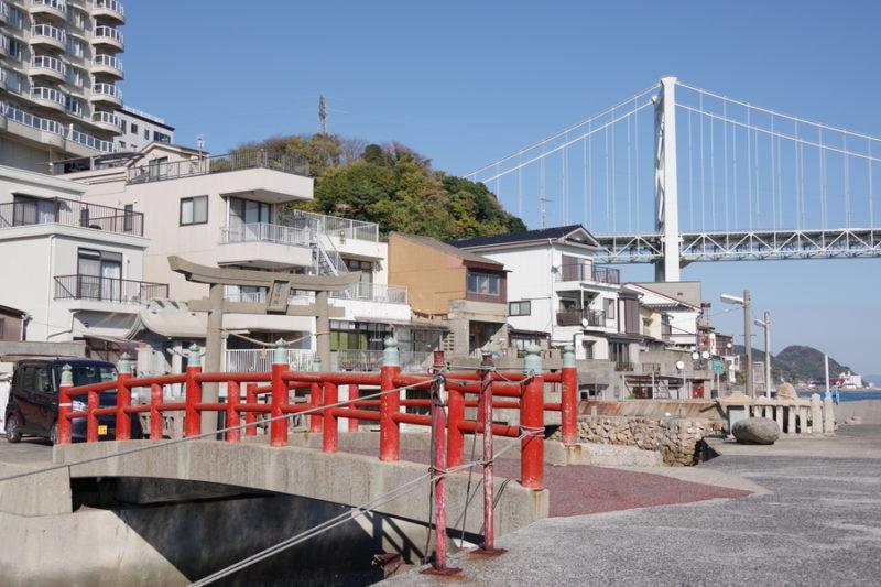 壇ノ浦漁港と関門橋