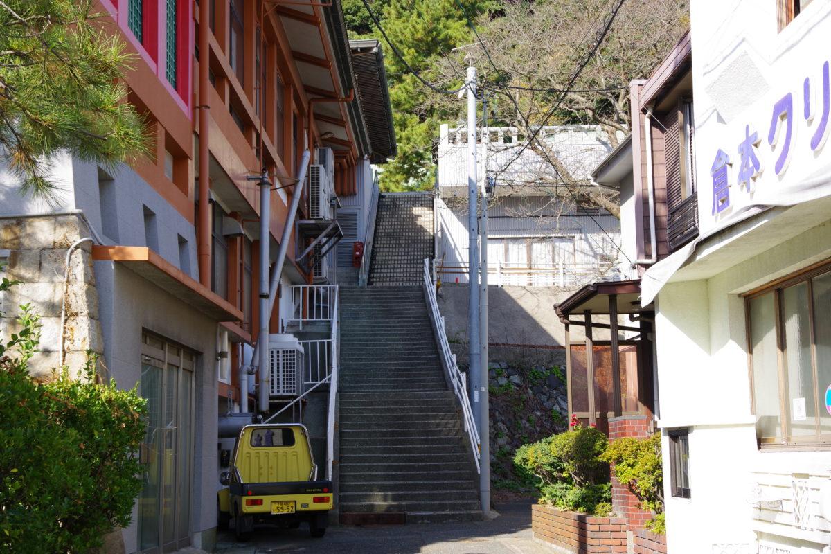鎮守八幡宮長い階段