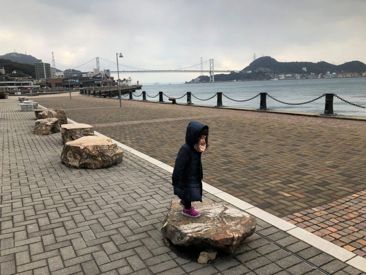 岩のベンチ