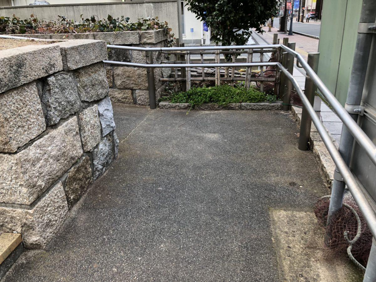 寿公園入口スロープ