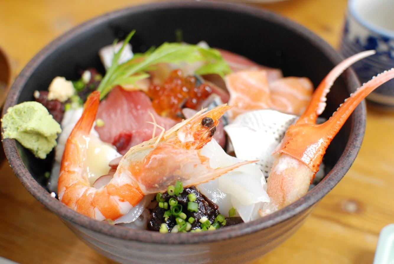 おかもと 海鮮丼 アップ